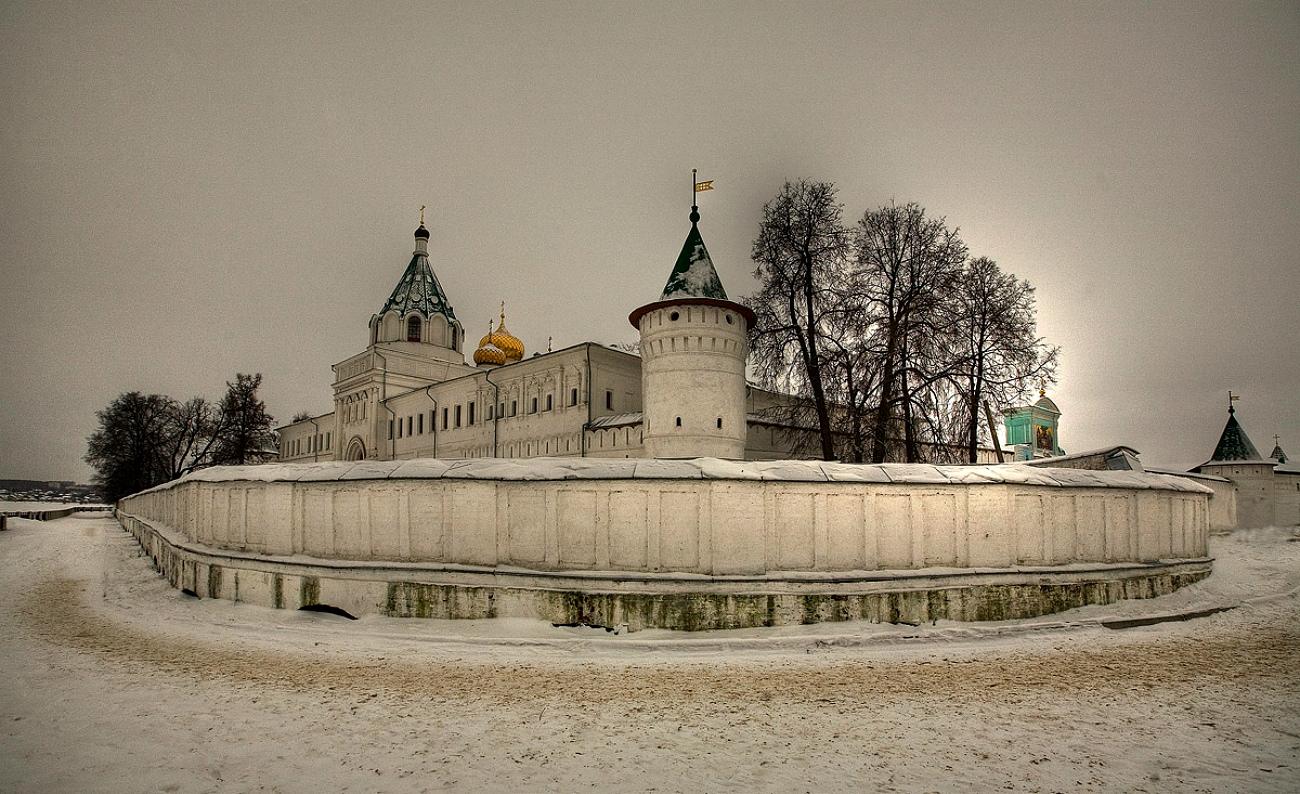 Ипатиевский монастырь  – самое красивое место Костромы